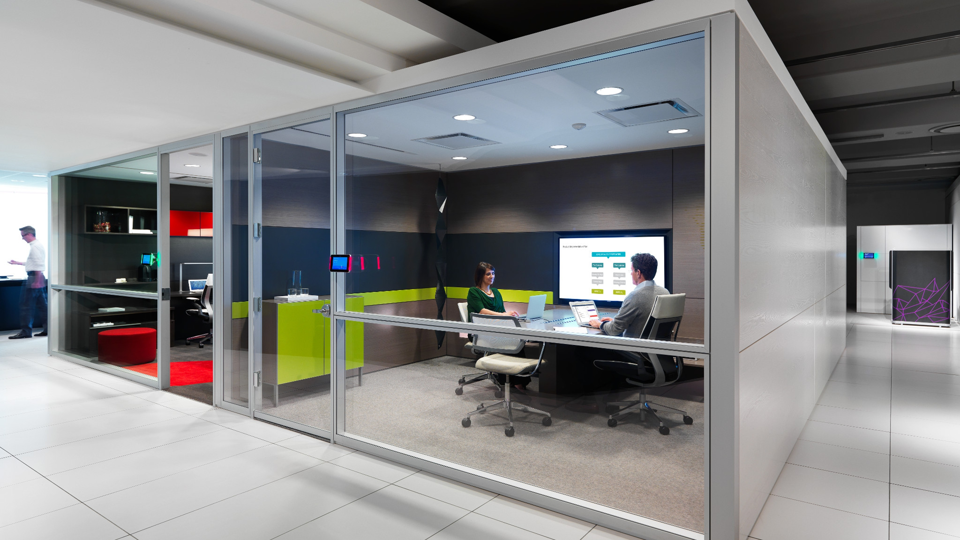 V.I.A. installation with maximum acoustical privacy. The meeting rooms can be easily reconfigured with little or no disruption and have technology seamlessly integrated into the room.
