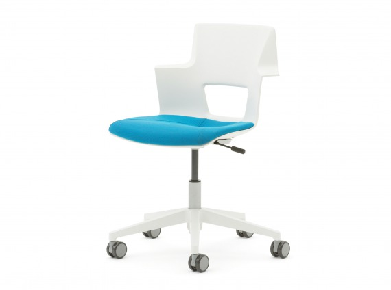 Shortcut chair in Arctic White
