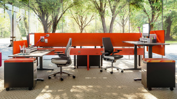 Answer desking solution by Steelcase