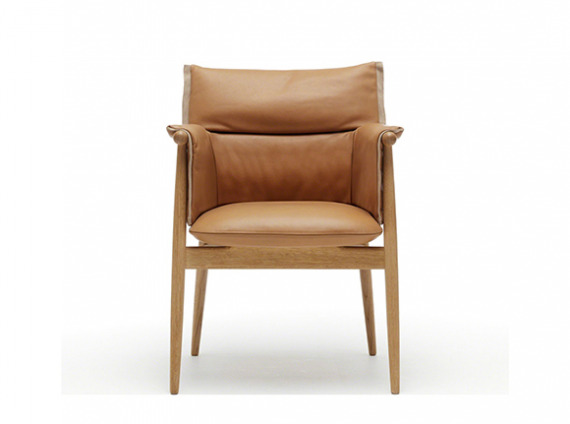 Embrace chair with wood structure, cushion and armrests