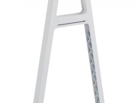 Bivi Slim Leg on white background